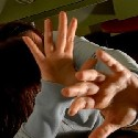 Mani a difesa del viso